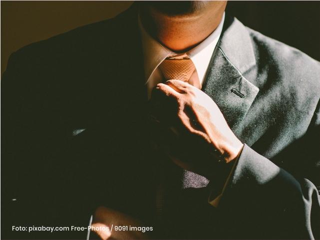 trabajador con corbata Cider | Uniandes